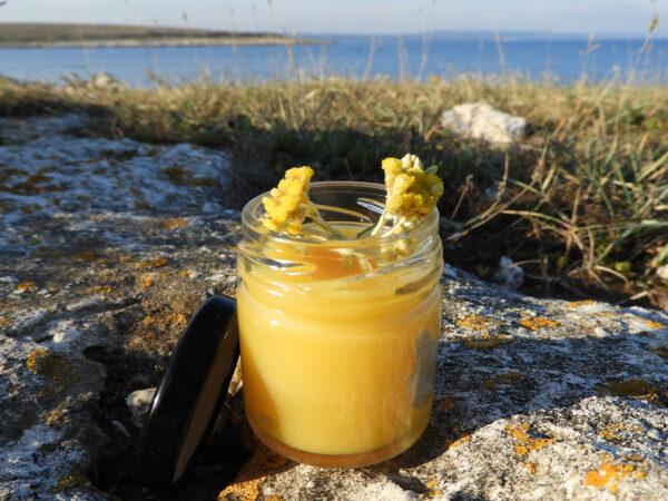 Krema od macerata smilja i lavande, pčelinjeg voska i propolisa